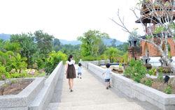 Thailand_sally+boys2